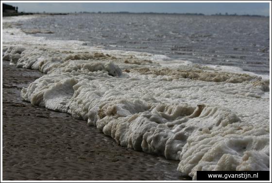 Coll2007-04 Enorme schuimpartij op verder rustige Waddenzee... 410_1973.jpg