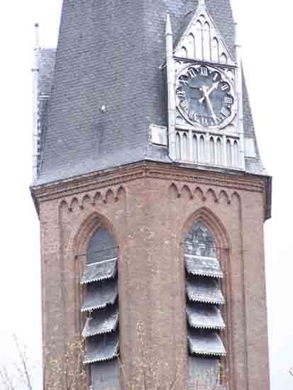 Buitenaanzicht Kerktoren met de galmgaten zodat het klokgelui<br>in heel Bovenkerk goed hoorbaar is<br><br> 0080_Urbanuskerk_Bovenkerk_0548.jpg