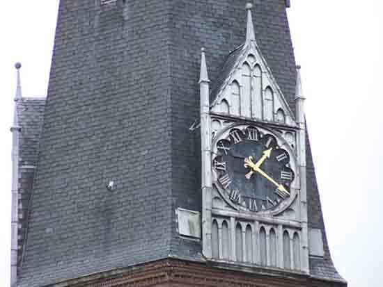 Buitenaanzicht Een van de drie wijzerplaten<br><br> 0130_Urbanuskerk_Bovenkerk_0542.jpg