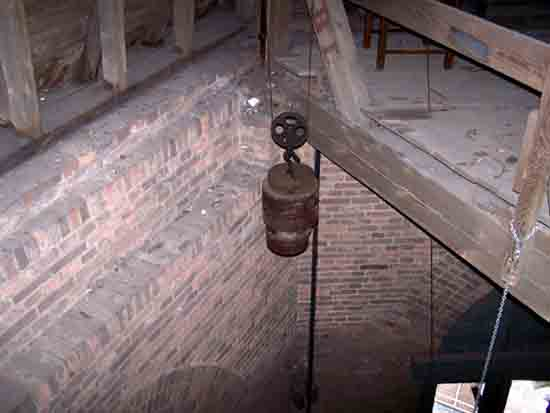 Interieur-Toren Een van de gewichten van het uurwerk<br><br> 0210_Urbanuskerk_Bovenkerk_2392ps.jpg