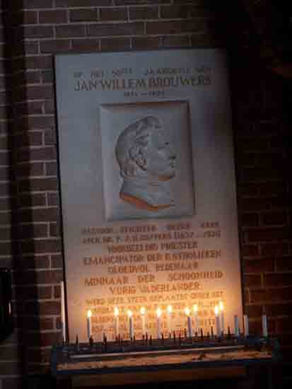 Interieur-Kerk Gedenkteken voor J.W. Brouwers,<br>de bouwpastoor van de kerk<br><br> 0290_Urbanuskerk_Bovenkerk_2434.jpg