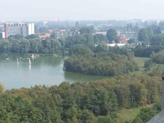 Uitzicht-Toren De Amstelveense Poel met op de achtergrond de Handweg<br><br> 2630_Uitzicht_vanaf_Urbanustoren_2407.jpg