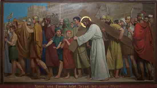 Kruisweg 5. Simon van Cyrene helpt Jezus het kruis dragen<br><br> 5005_Kruiswegstaatsies_4580.jpg