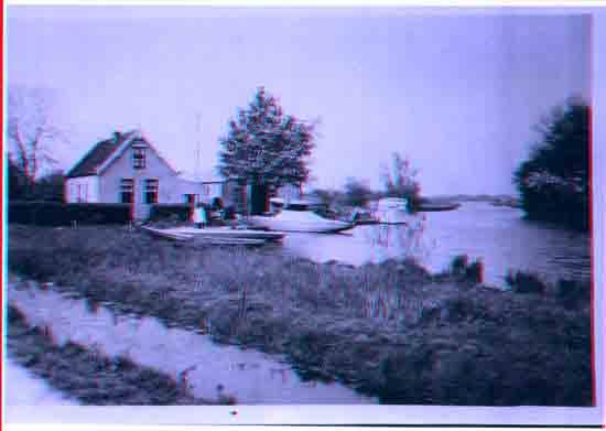 Oude-Opnames Scheepswerf Schoneveld aan de steiger,<br>het poeltje tussen de kerk en het Zwarte pad<br><br> 8070_Historisch_Bovenkerk_Huisje-van-Schonenveld.jpg