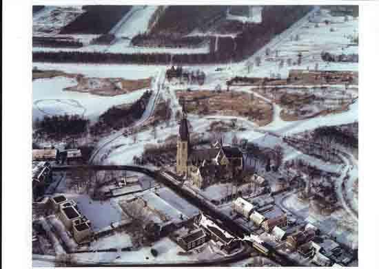 Oude-Opnames Winters plaatje,<br>links het door meester Van Stijn geveegde schaatsbaantje.<br><br> 8090_Historisch_Bovenkerk_Winter19xx.jpg