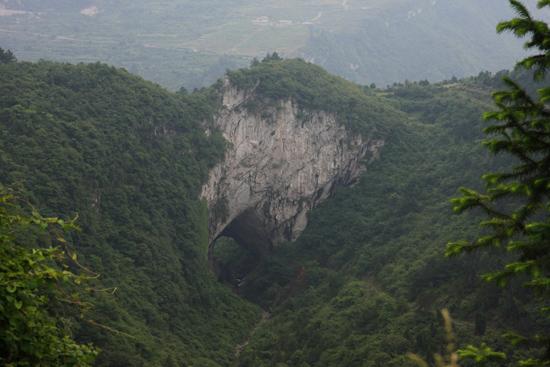 Shiqiao Natuurlijke brug in de heuvels bij Shiqiao<br><br> 0310_1374.jpg