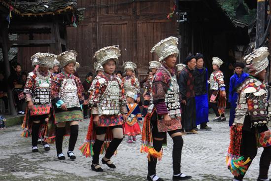 Datang Datang Korte rokjes Miao dorp<br>Traditiionele dans en muziek<br><br> 0650_1579.jpg