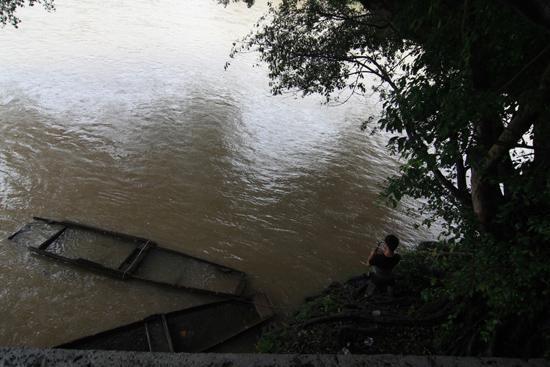Sanboa De oever van de Duliujiang River in Flower Street in Sanboa<br><br> 0860_1728.jpg