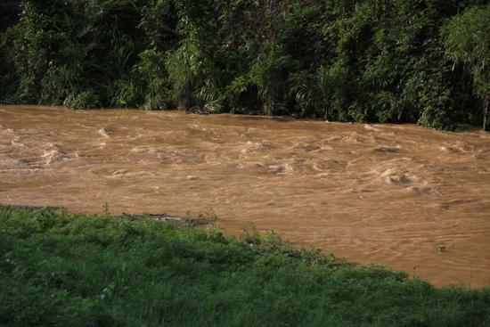 Rongjiang Wilde rivier na de vele regen<br><br> 1040_1854.jpg