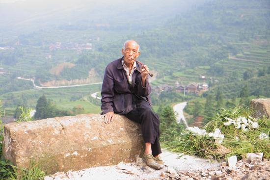 Tang_An Zeer oude man (naar eigen zeggen 100 jaar) bij de ingang van<br>een klein museum in Tang An Dong village. Toeval ?<br><br> 1050_1859.jpg