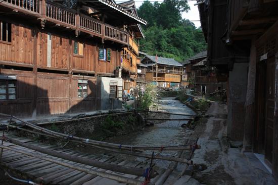 Zhaoxing Vrijwel alle gebouwen in Zhaozing zijn uit hout opgetrokken<br><br> 1370_2051.jpg