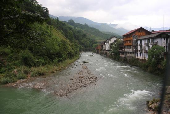 Chengyang Op weg naar Longji, beroemd om de werkelijk schitterende rijstterrassen<br><br> 1550_2178.jpg