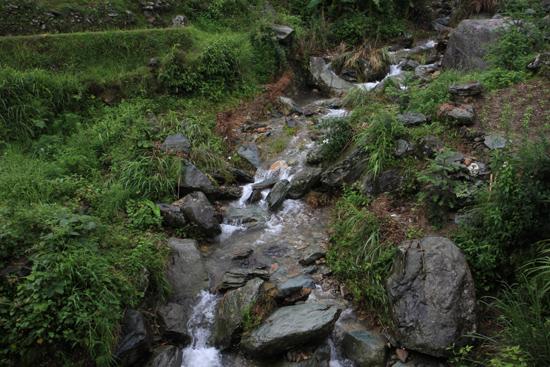 Longji Een van de vele watervalletjes dankzij de regen<br><br> 1750_2356.jpg