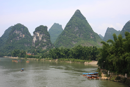 Yangshuo1 Li River gezien vanaf een brug<br><br> 1900_2455.jpg