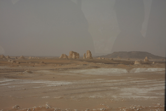 White-Desert The White Desert ten noordoosten van Farafra met heel veel kalksteenformaties 0710-White-Dessert-near-Farafra-2487.jpg