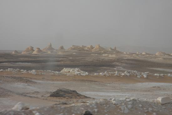 White-Desert The White Desert ten noordoosten van Farafra met heel veel kalksteenformaties 0730-White-Dessert-near-Farafra-2508.jpg