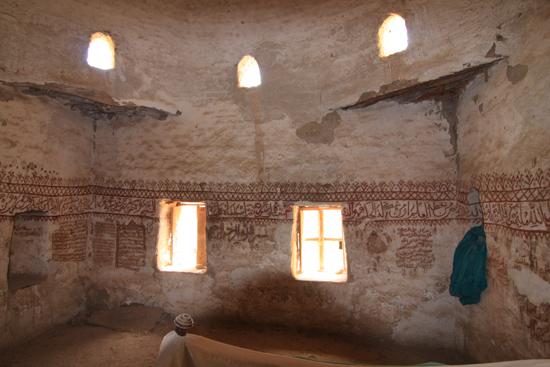 Dakhla Al-Qasr bij Dakhla Oasis<br>Een oud Ottomaans stadje gebouwd in 1516-1798<br>Het gerestaureerde huis van Abu Nafir met hieriogliefen reliefs  0930-Al-Qasr-near-Dakhla-Oasis-2842.jpg