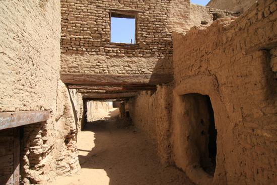 Dakhla Al-Qasr bij Dakhla Oasis<br>Een oud Ottomaans stadje gebouwd in 1516-1798<br>Madrassa, Islamitische school, stadhuis en rechtbank 0980-Al-Qasr-near-Dakhla-Oasis-2871.jpg