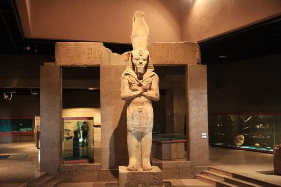 Aswan Prachtig beeld in het Nubia Museum - Aswan<br>Een bezoek waard !  1460-Aswan-Nubisch-museum-3374.jpg