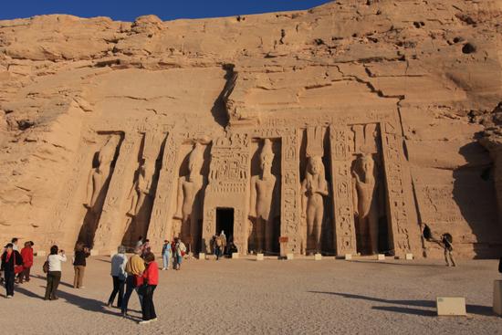 Abu-Simbel Abu Simbel<br>Temple of Hathor<br>Beelden van Ramses en zijn vrouw Nefertari 1510-Abu-Simbel-tempels-3398.jpg