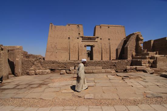 Edfu Horus tempel - Edfu (237 BC) 2030-Edfu-Temple-of-Horus-4005.jpg