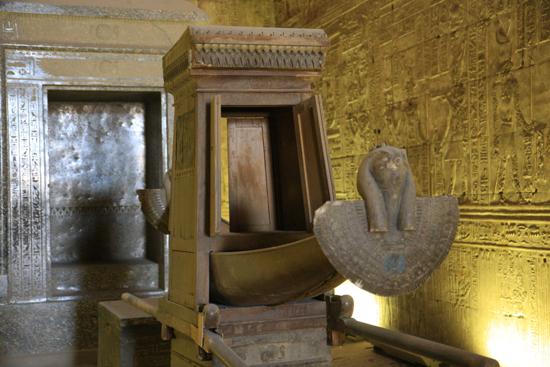 Edfu Horus tempel - Edfu (237 BC) 2070-Edfu-Temple-of-Horus-4029.jpg