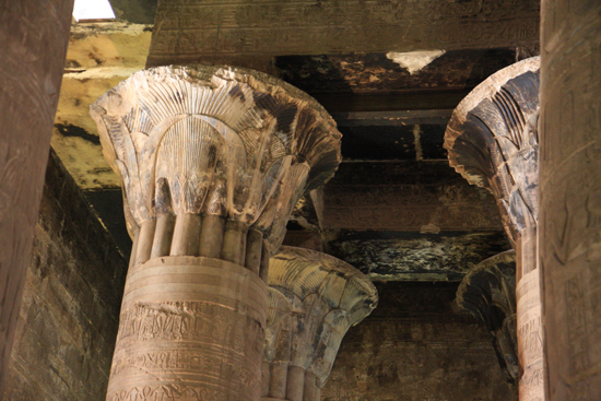 Edfu Horus tempel - Edfu (237 BC) 2080-Edfu-Temple-of-Horus-4030.jpg