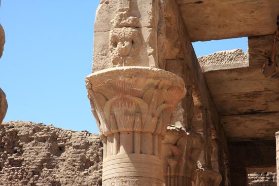 Edfu Horus tempel - Edfu (237 BC) 2100-Edfu-Temple-of-Horus-4042.jpg