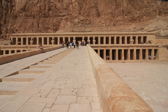 Luxor Hatsheput tempel in Deir al-Bahri bij Luxor (circa 1450 BC) 2220-Luxor-Temple-of-Hatsheput-4148.jpg