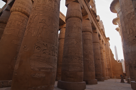 Karnak Amun tempel - Karnak<br>Great Hypostyle Hall (134 papyrus-vormige pilaren) 2360-Karnak-Temple-of-Amun-4231.jpg