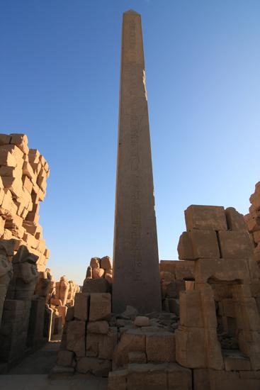 Karnak Amun tempel - Karnak<br>Obelisk of Hatshepsut (30 m)  2400-Karnak-Temple-of-Amun-4244.jpg