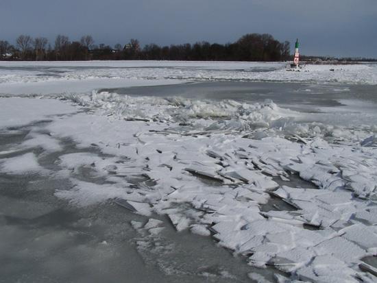 Kruiendijs Kruiend ijs bij het Visserseiland 080-Kruiend-ijs-Visserseiland-Hoorn-5071.jpg