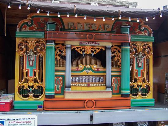 Stadsfeest2004 Hoorn<br>Stadsfeest met draaiorgels 1609-Hoorn-straatorgels.jpg