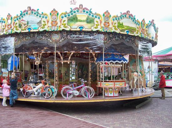 Stadsfeest2004 Hoorn<br>Stadsfeest<br>Draaimolen 1610-Hoorn-straatorgels.jpg