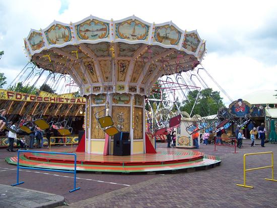 Stadsfeest2004 Hoorn<br>Stadsfeest<br>Zweefmolen 1611-Hoorn-straatorgels.jpg