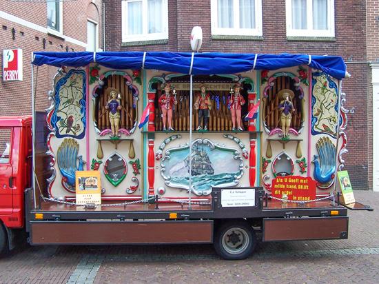 Stadsfeest2004 Hoorn<br>Stadsfeest met draaiorgels 1630-Hoorn-straatorgels.jpg