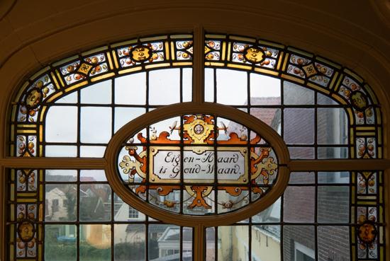 Kantongerecht Gebrandschilderd raam in trappenhuis Kantongerecht_Hoorn_1039.jpg