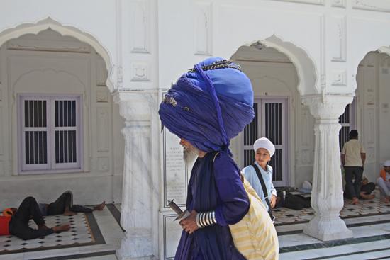 Amritsar1 Alle bagage is opgeborgen in de tulband <br><br> 0160-Amritsar-Gouden-Sikh-tempel-2462.jpg