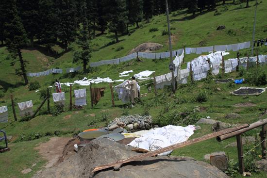 Pahalgam2 Wasdag in de bergen van Pahalgam<br><br> 0690-Pahalgam-Kashmir-2982.jpg