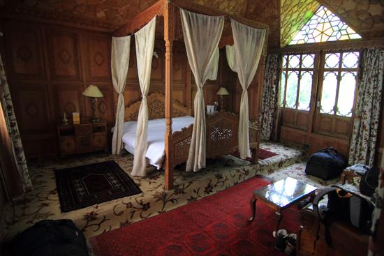 Srinagar1 Prachtige hut inclusief hemelbed op de woonboot <br><br> 0840-Houseboat-Srinagar-Kashmir-3059.jpg