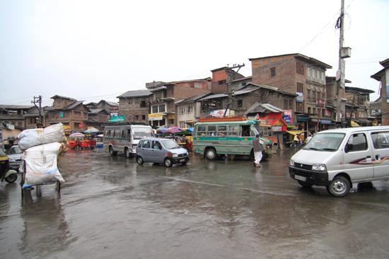 Srinagar2 Winkelcentrum<br>Snrinagar centrum tijdens de regen<br><br> 1170-Srinagar-City-3365.jpg