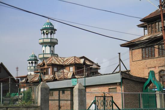 Gulmarg Een van de vele moskeeën van Srinagar<br>Begin van een korte rit naar wintersportplaats Gulmarg<br><br> 1300-moskee-Srinagar-3481.jpg