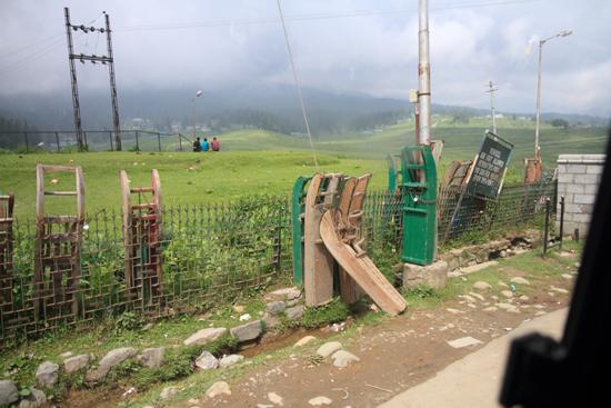Gulmarg Houten sleeën in Gulmarg - Kashmir<br><br> 1330-Gulmarg-Kashmir-3497.jpg