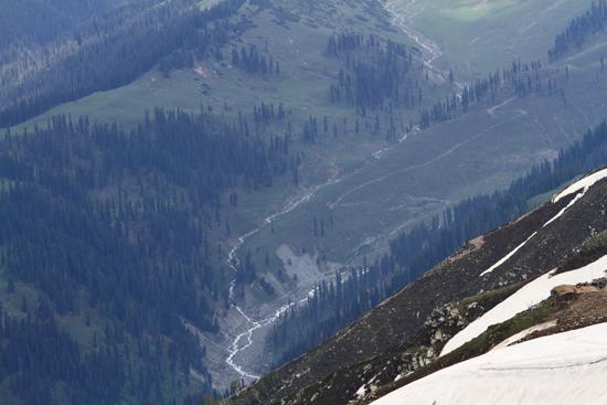 Gulmarg De bergtoppen zijn indrukwekkend maar de dalen zijn toch ook heel fraai<br><br> 1390-Gulmarg-Kashmir-3560.jpg