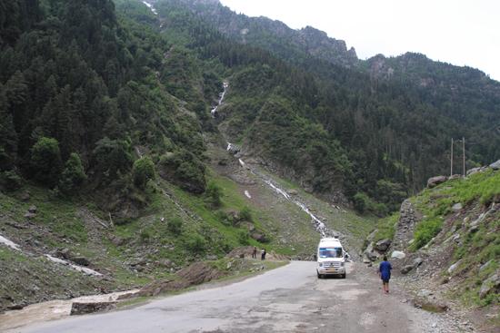 Sonamarg Fotostop bij waterval<br><br> 1460-Sonamarg-Kashmir-3623.jpg