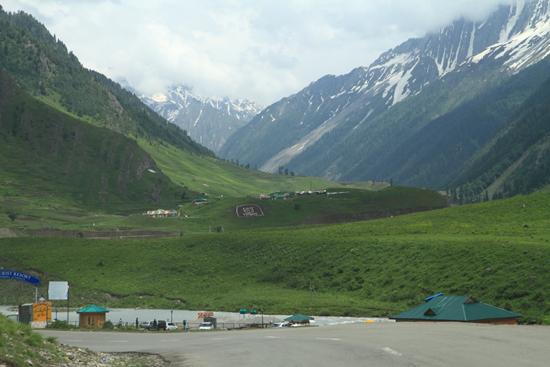 Sonamarg Groene weiden van Sonamarg<br>aan de voet van de Zoji-La bergpas<br><br> 1500-Sonamarg-Kashmir-3647.jpg