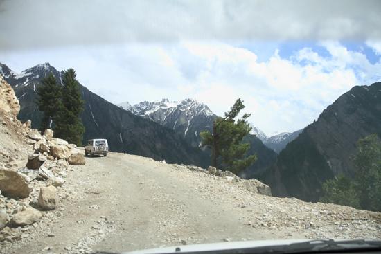 Zoji-La We waren in goede handen, ervaren chauffeurs…<br><br> 1540-Zoji-La-Pass-Kashmir-Ladakh-3676.jpg