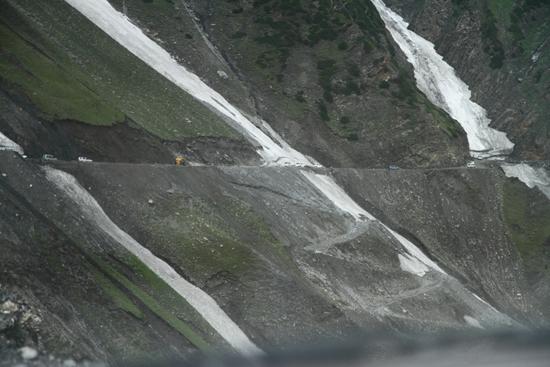 Zoji-La De bergweg doorkruist enkele gletschers<br><br> 1570-Zoji-La-Pass-Kashmir-Ladakh-3691.jpg
