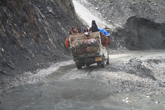 Zoji-La Zoji La Pass (3529m)<br>De weg werd slechter en slechter…<br><br> 1580-Zoji-La-Pass-Kashmir-Ladakh-3695.jpg