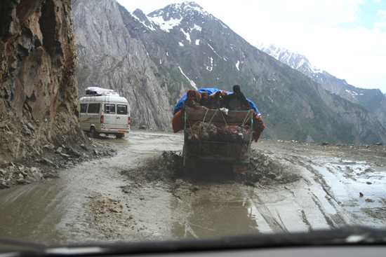 Zoji-La Modder, regen, diepe ravijnen, geen vangrail, <br>heel opwindend en absoluut onvergetelijk<br><br> 1630-Zoji-La-Pass-Kashmir-Ladakh-3714.jpg